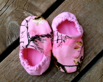 Pink Hunting Camo Baby and Toddler Crib Shoes and Booties, moccasins, 0-24 months, early walking shoes, nonslip lesther soles, hunter, count