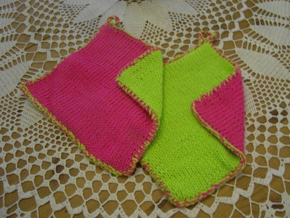 Knitting Pattern Oven Gloves : knitted oven mitts