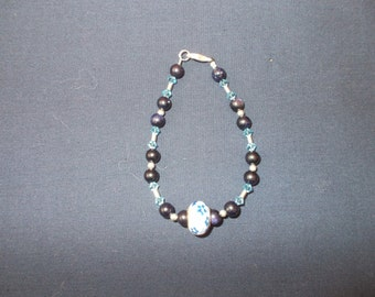 Blue Goldstone bead bracelet - complete with  knitted storage bag!