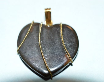 Blackstone Heart pendant with Gold twisted wire wrapped  - 23mm (1060047)
