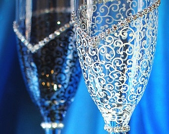 Champagne glasses-Wedding Toast Glasses- Bride And Groom- Champagne Flutes-Wedding-Wedding gift-Anniversary