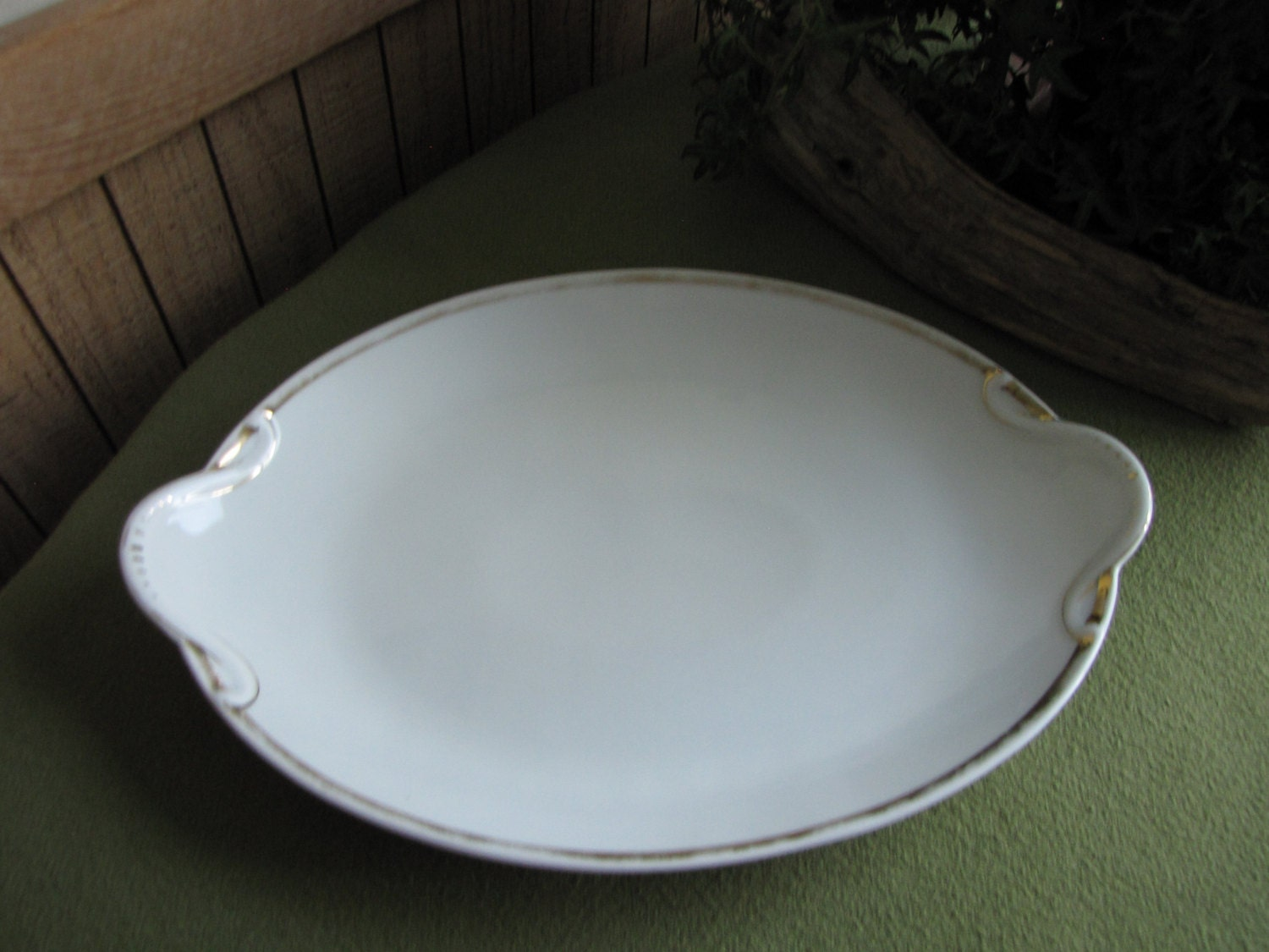 Vintage Serving Trays: What Is It? What Is It Worth?