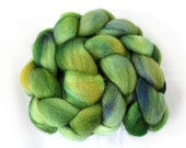 Falkland Wool Roving - Hand dyed spinning fiber - 4oz - Forest green
