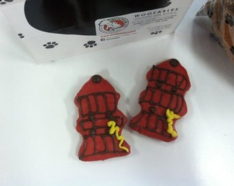 Fire Hydrant Gourmet Decorated Dog Treats 2-Pack