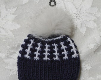 Baby boy knitted hat. White and blue knitted hat. Boy knitted hat. Baby hat with pom pom. Age 0-12 month