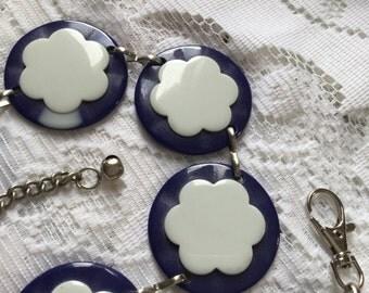 1960's lucite blue & white Daisy chain belt