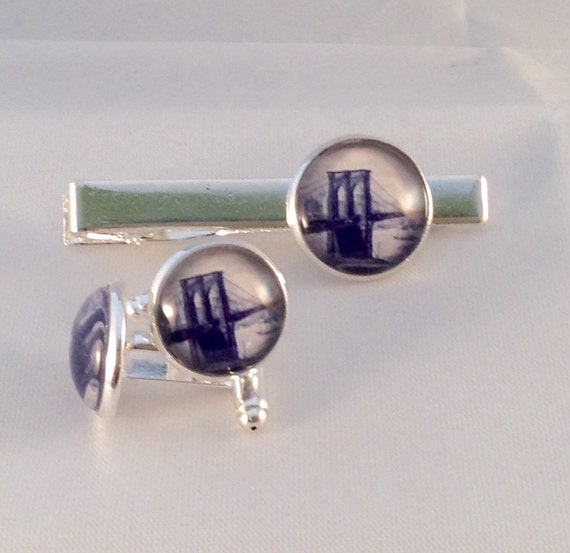 JW Brooklyn Bridge Circa 1890, Cufflinks /Tie bar Set 14/16mm Silver-tone and Glass.  Jw.org. Blue Velvet gift bag #406/408