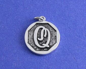 1 pcs-Initial Q Charm, Q Alphabet Pendant, Antiqued Silver Letter Q Coin-As-K85350H-8S