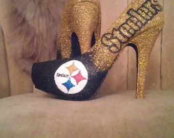 Custom made fan art heels. Steelers shoes. Steelers heels. closed toed heels. gold and black pumps. Tall heels. short heels