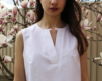 Cropped cotton V-tab sleeveless shirt