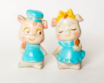 Vintage Pig Couple Salt and Pepper Shakers - Mid Century Plastic Pigs Salt and Pepper Shakers - Vintage Pigs Retro Kitchen Decor