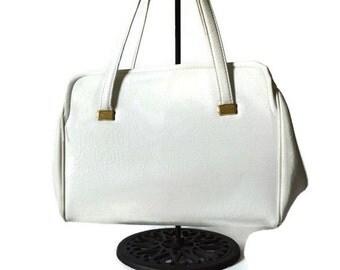 White Handbag, 1960's Pocketbook, Madmen, Mid Century Purse, No Name Bag,  Pocketbook, Frame Handbag,Classic Bag, Purse, Handbag,