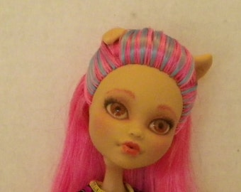 OOAK Monster High Repaint - Howleen Wolf - 'Creepateria'