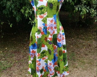 Vibrant 60s Super Summer Scooter Dress!