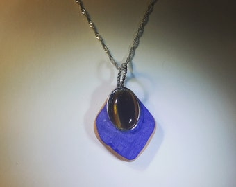 Sea tile with cats eye charm