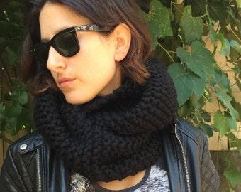 Super Chunky Knit Infinity Scarf - Black
