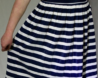 Modern vintage striped pleated skirt / 1980s / white and navy / let's go sailing!