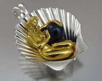 The BIRTH OF VENUS silver pendant with Black Akoya pearl
