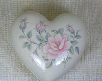 Handmade Ceramic Heart Box / Trinket box / Heart Shaped Box / Treasure Box with Rose Decor  / Paper Clip Holder / Candy Dish / Prayer Box