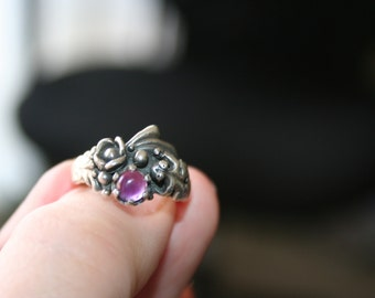SALE...Vintage Sterling Silver Frog flowers Amethyst  stone Ring Twig Diorama  Stunning in size 6 1/4