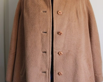FREE SHIPPING Vintage 1960s Brown Tan Beige Short Wool Coat      size 46 chest