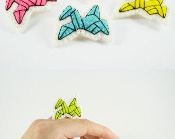 Tiny Japanese Origami Crane Wool Felt Brooch / Japan Lover Wool Felt Brooch / Origami Enthusiast Felt Brooch / Japanese Symbol Felt Brooch