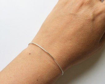 Dainty sterling silver bar and chain bracelet