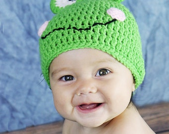 Silly Frog Hat and Booties - Baby Booty set - Newborn photo prop - Frog baby shoes - New Baby Gift - Froggy Hat Set
