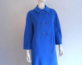 Strolling the Place du Trocadero - Vintage 1950s Cobalt Blue Cashmere Coat w/Lucite Buttons - 8