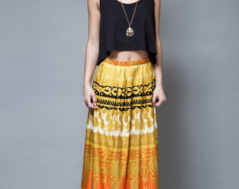 vintage 70s boho pleated maxi skirt yellow orange medallion print M
