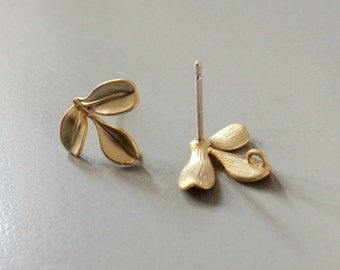 Leaf Studs earrings, Gold studs,  Fall fashion, office fashion, Modern jewelry, Nature earrings, Gold plated Earrings