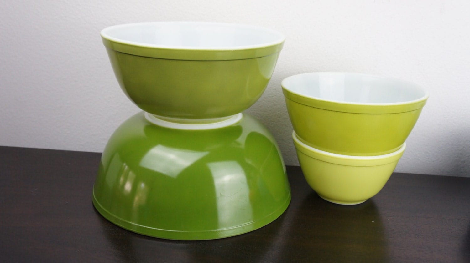 Vintage Pyrex Green Ombre Nesting Set Of Four Mixing Bowls