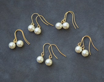 Pearl Drop Earrings Gold, Bridesmaid Earrings Set of 5, Pearl Jewelry, Bridesmaid Gold Earrings