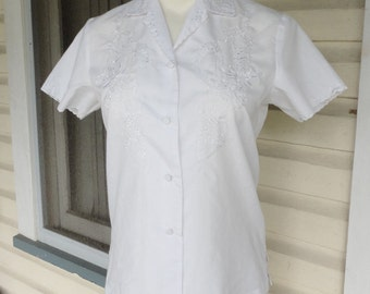 White Embroidered Asian Blouse Button Up Short Sleeved Shirt Small