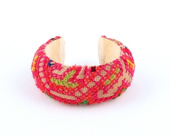 Wood Bracelet With Vintage HMONG Fabric Hill Tribe in Thailand (B202.2)