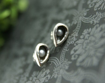 Sterling silver and Freshwater pearl Alcove earrings