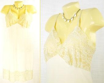 Vintage 50s-60s Cream ~VAN RAALTE~ Full Slip / Nightgown with bodice & hem lace  M