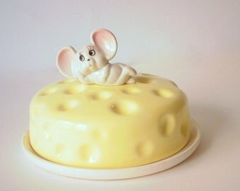 Vintage cheese plate or Cheese Holder with novelty mouse lid.