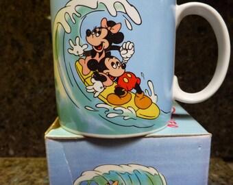 Walt Disney Applause Mickey And Minnie Mouse Surfing Mug 1987