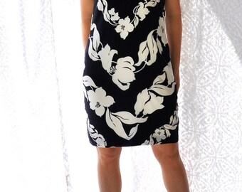80s Dress by Linda Allard Ellen Tracy Silk Sheath || Black & White Dress. Floral Print Dress. 80s Party Dress. Knee Length Dress || large