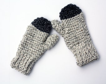 Chunky knit mittens in light grey and charcoal