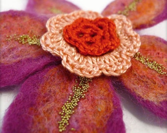 Brooch flower in felted wool and crocheted cotton - Pink and red