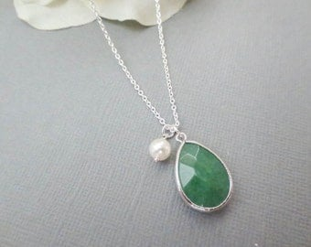 Green Jade and Pearl Necklace in STERLING SILVER CHAIN-Gemstone Necklace-Perfect Gift for mom gift for friends-Birthday gift for her.