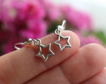 Star earrings, silver star earrings, small star earrings, outline star earrings, star shaped earrings,tiny star earrings, cute star earrings
