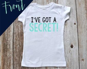 I've got a secret!  Big COUSIN / SISTER / BROTHER T-shirt or Bodysuit Photo Prop Front and Back