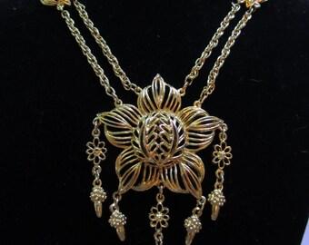Vintage 70s Goldtone Dangling Flower