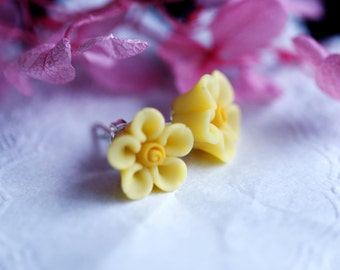 Cherry blossom Polymer clay silver plated stud earring, Bridesmaid gift, Polymer clay flower earring,polymer clay flower
