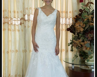 Elegant Mermaid V Neck White Lace Wedding dress