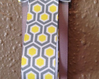 Sunshine Honeycomb Ribbon Headband Holder