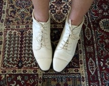 Vtg. 90's Lace Up  Ankle Boots Women's Vintage White Leather Oxford Style Bootie Granny Boot Size 7.5- Amazing Condition!